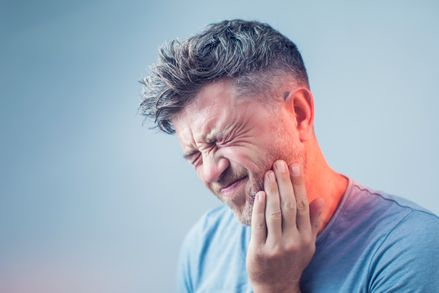 front and back tooth pain
